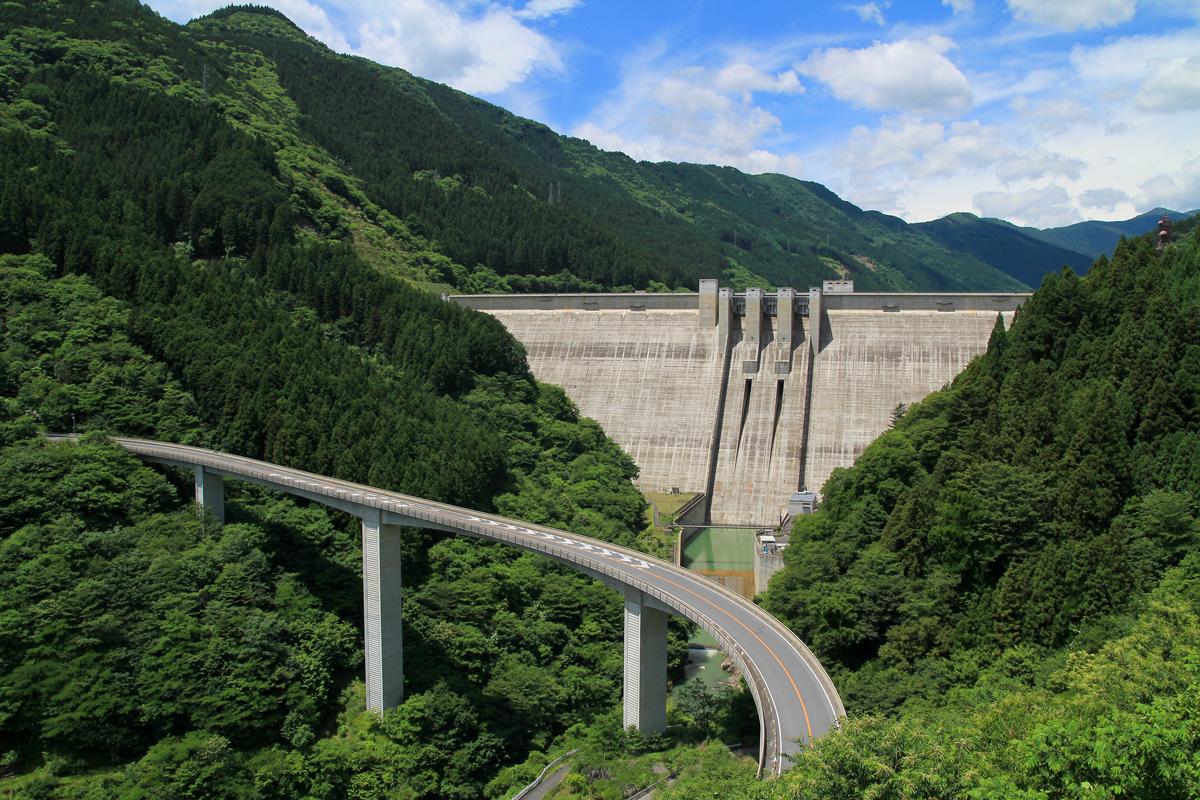 埼玉の大滝ループ橋の写真